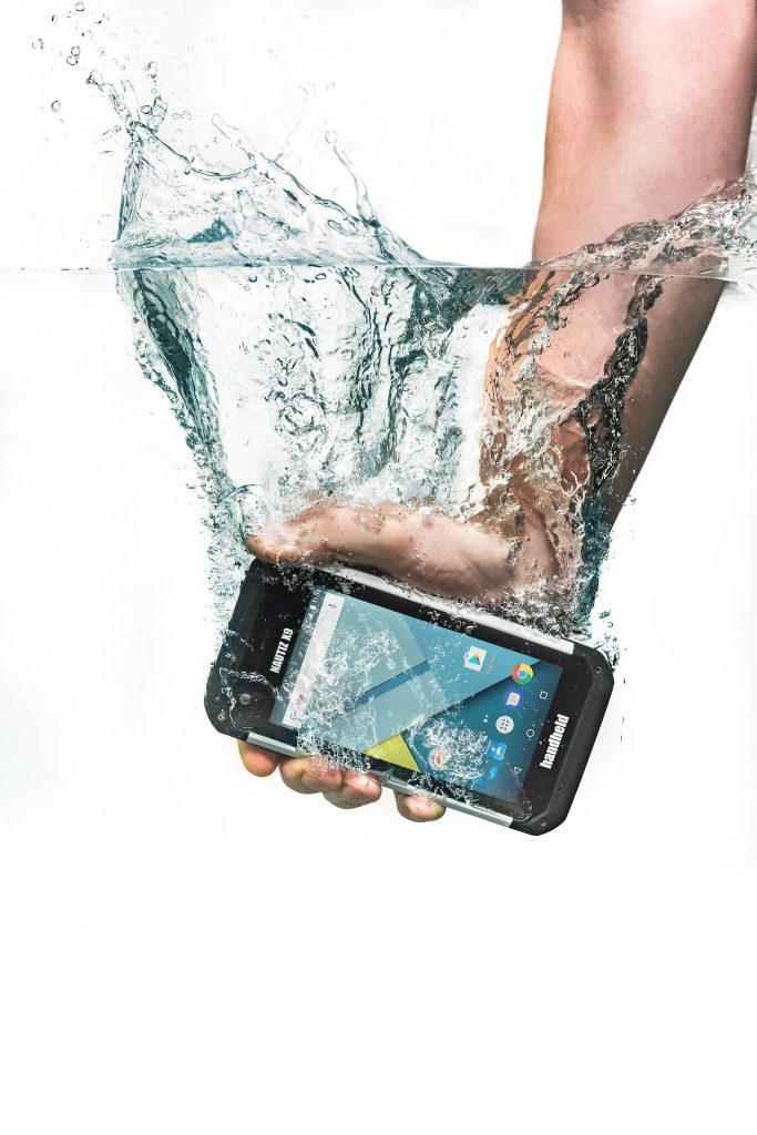foto dell'Handeld Nautiz X9 Rugged in acqua